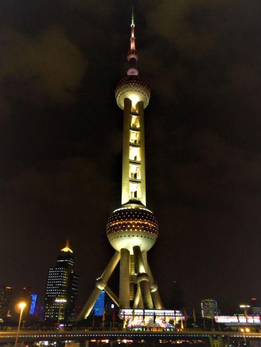 Torre de la Perla Oriental de Shanghai.jpg
