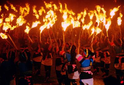 Fiestas de la Etnia Yi de las Montañas.jpg