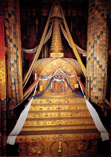 Estupa del Quinto Dalai Lama 1.jpg