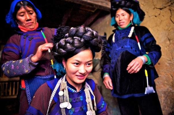 8514b12c1 Las mujeres visten de forma distinta según el clan al que pertenecen. No  existe ninguna diferencia en la vestimenta de los niños y niñas menores de  siete ...