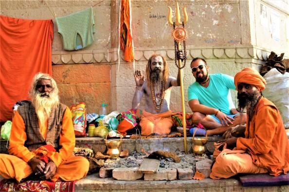 Alain Piñeiro. Viajes en Chancletas. Varanassi..jpg